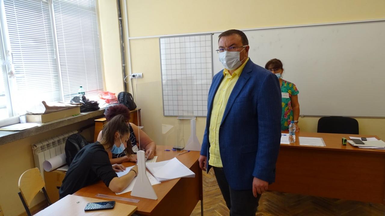 Проф. Костадин Ангелов: Въпреки хаоса с машините, няма да ни откажат да упражним правото си на глас