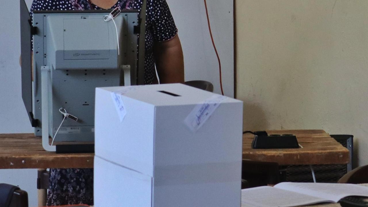 Без проблеми приключиха изборите на Острова
