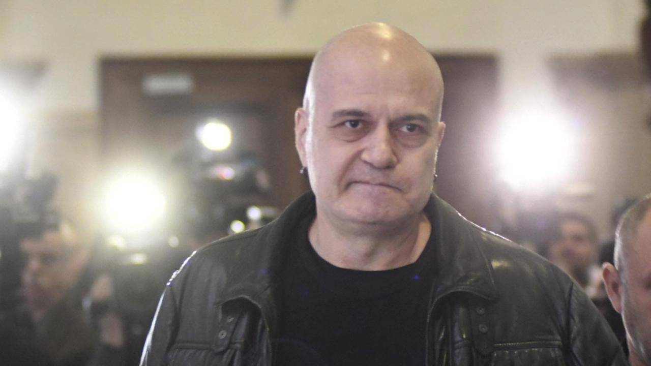 Проф. Анна Кръстева: Слави Трифонов приватизира протестния вот, шантажира партиите