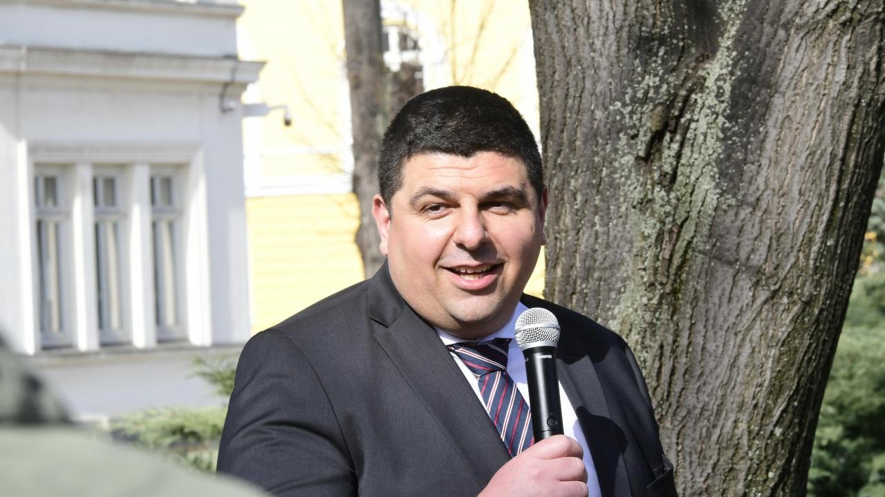 Ивайло Мирчев от ДБ се подигра със Слави Трифонов