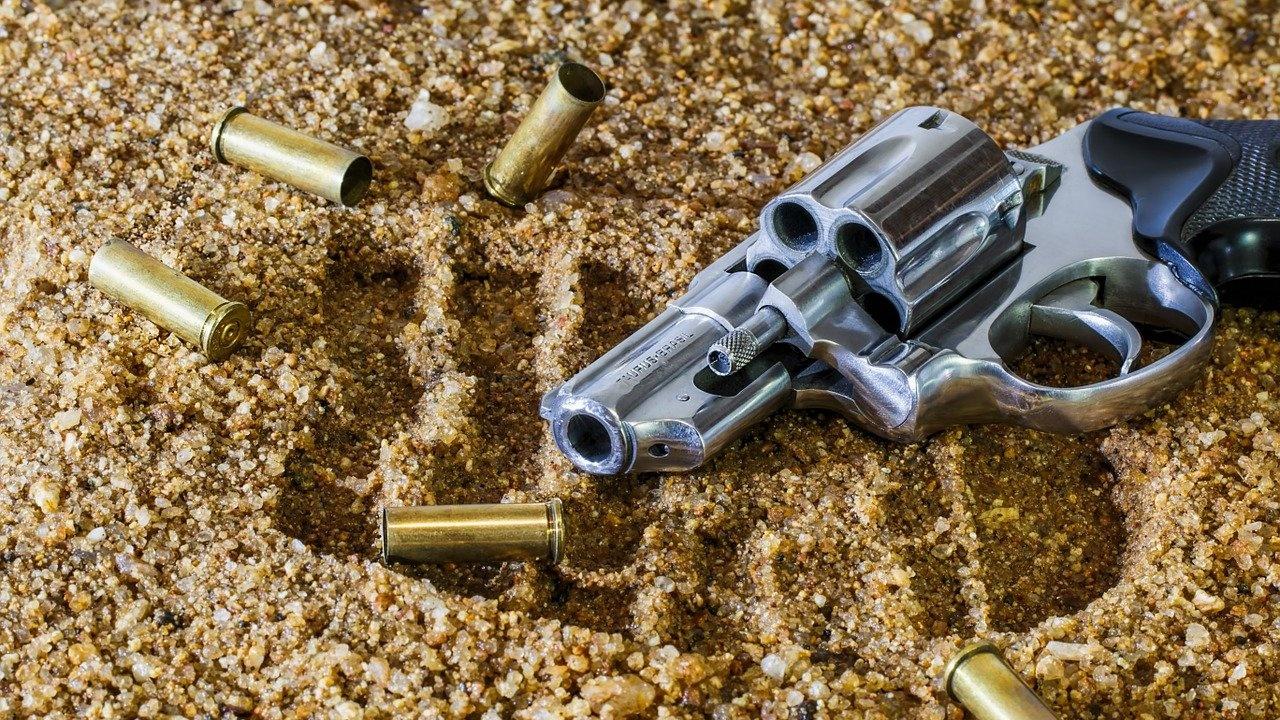 """Заплашиха жена с пистолет на плаж в """"Слънчев бряг"""" за 20 лв."""
