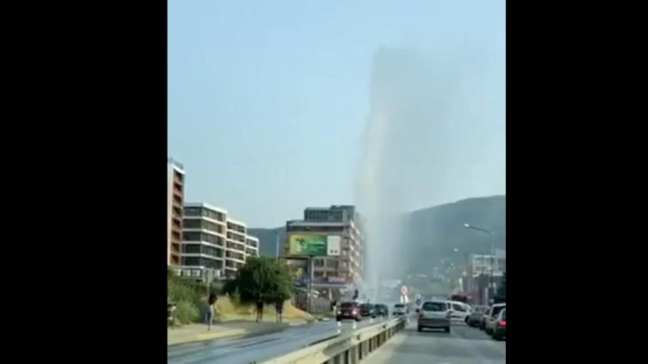 """Авария на водопровод образува фонтан на """"Симеоновско шосе"""""""