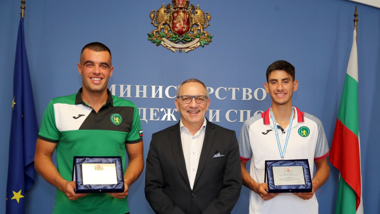 Министър Андрей Кузманов награди медалистите от Световното първенство по гребане до 23 години