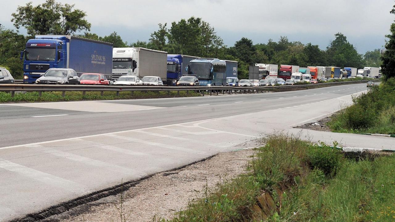 От 19 юли до 22 юли движението при входа на Бургас ще е двупосочно в платното за София