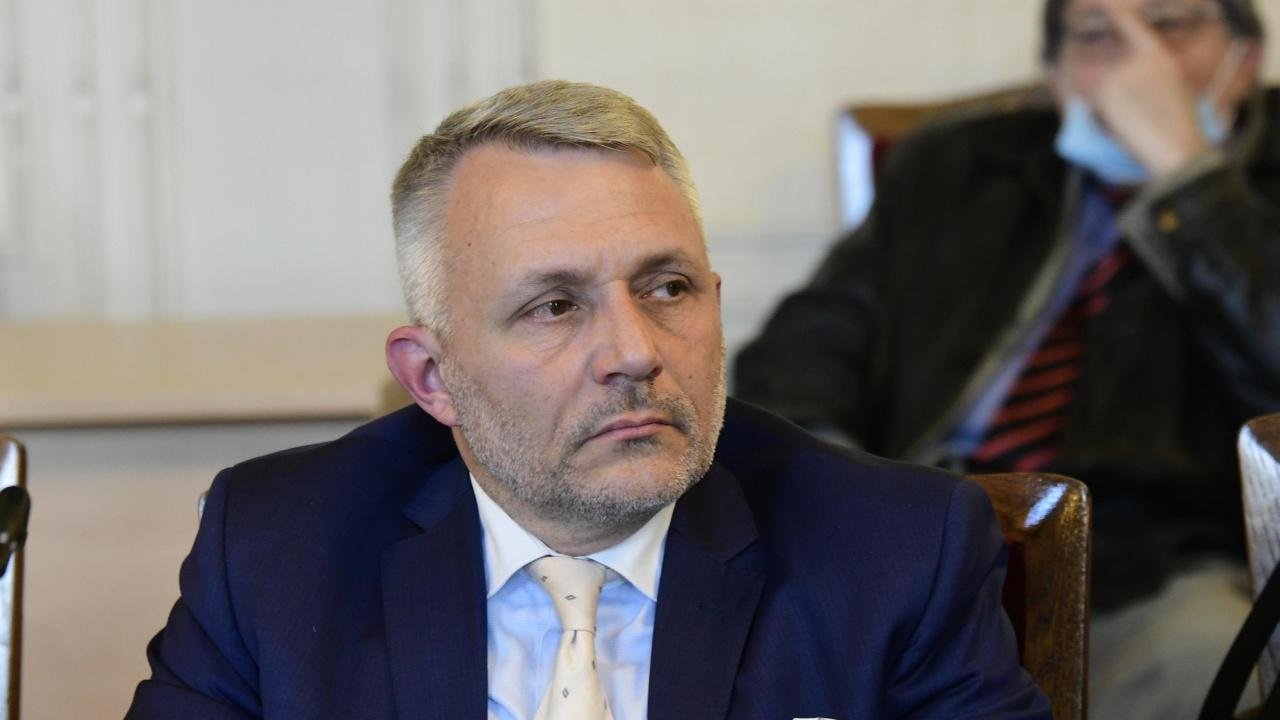 Хаджигенов за оттеглянето на Николай Василев: Поведението на Слави Трифонов все повече напомня на това на Бойко Борисов