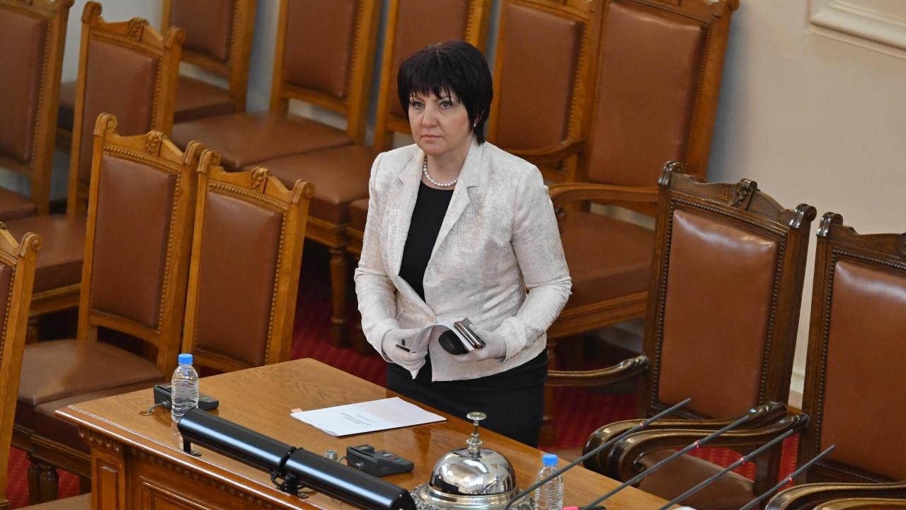 Караянчева не изключва ГЕРБ да водят разговор за бъдещия кабинет с опонентите си