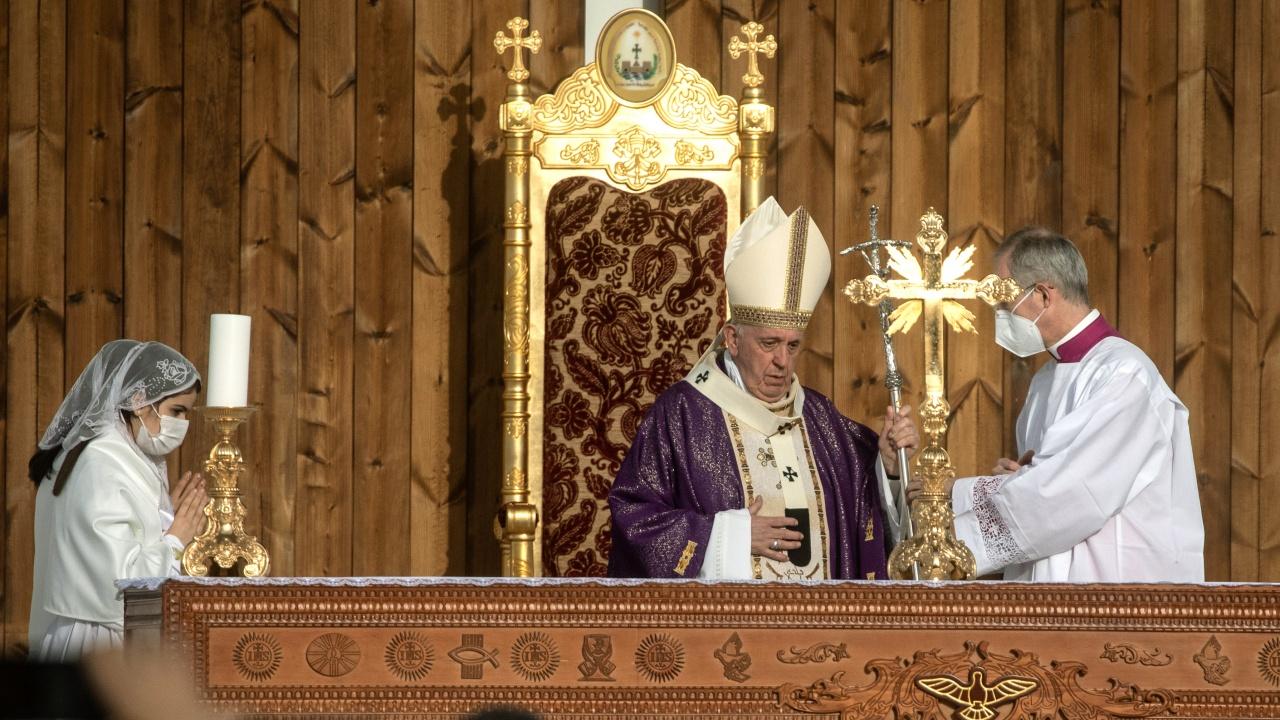 Папа Франциск призова за мир и диалог в Куба