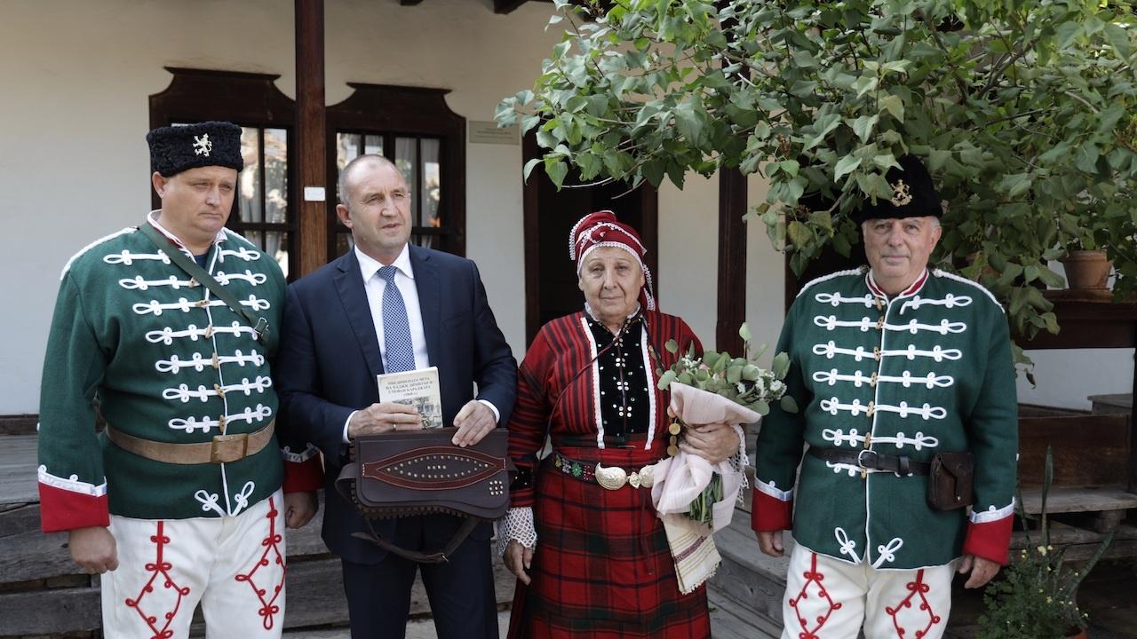 Президентът: Има все повече активни хора, които искат да променят България към по-добро