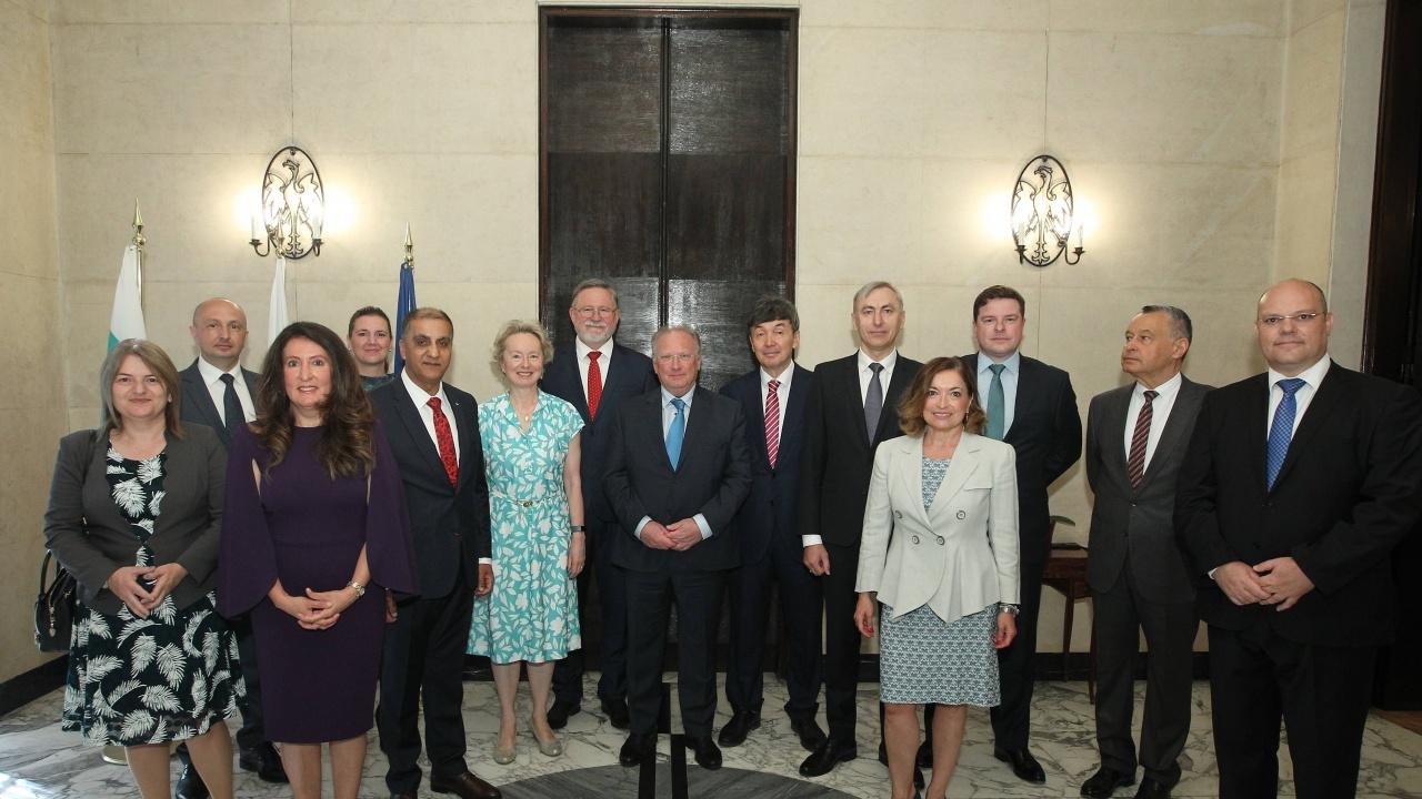 Министърът на външните работи се срещна с Клуба на чуждестранните посланици, говорещи български език
