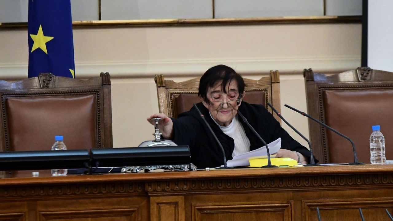 Новият парламент е готов за работа, разпределиха депутатските места