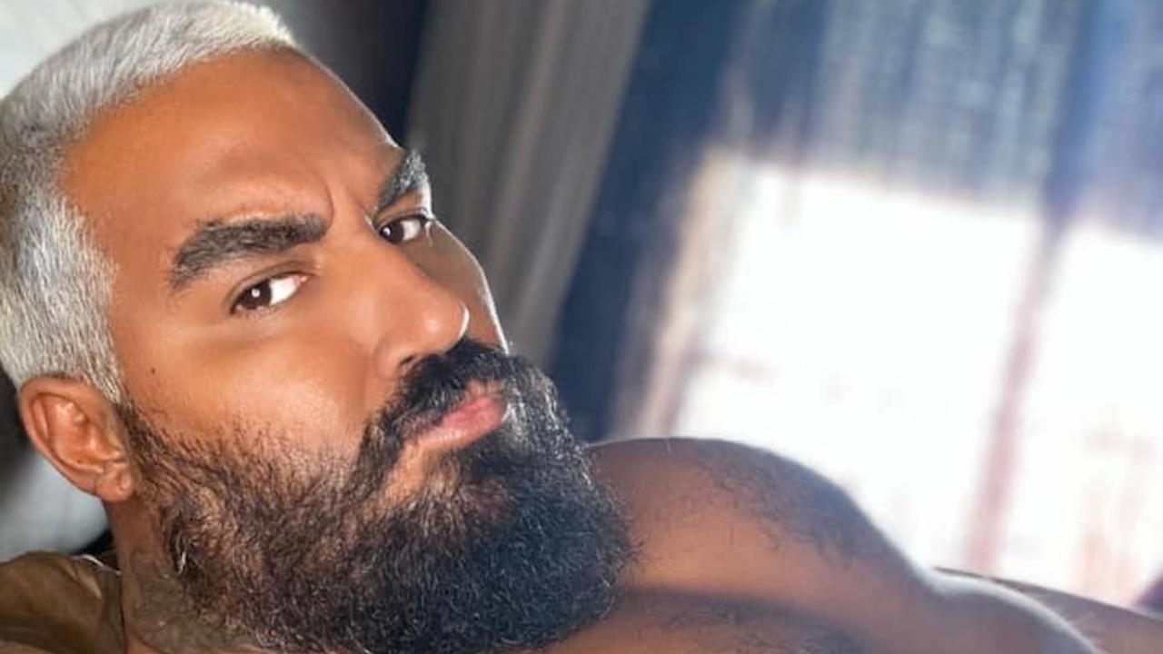 Азис обеща профил с еротично съдържание