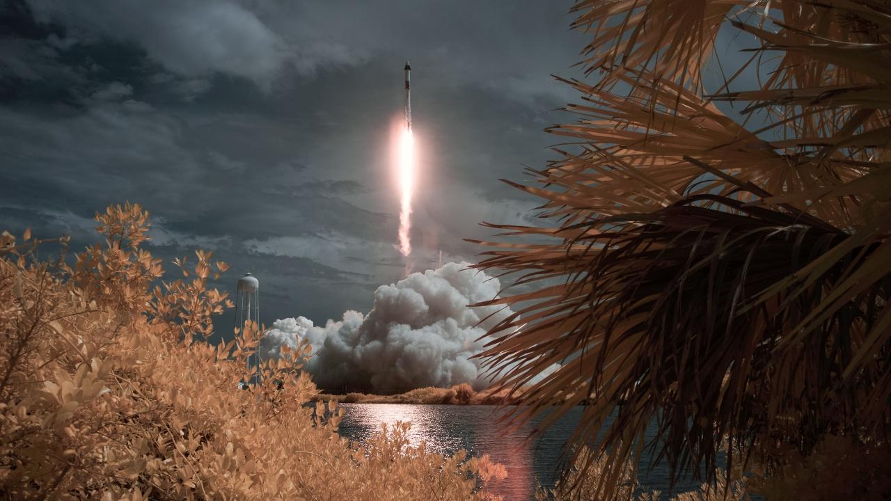 SpaceX успешно тества двигателите на ракетата-носител за мисия до Марс