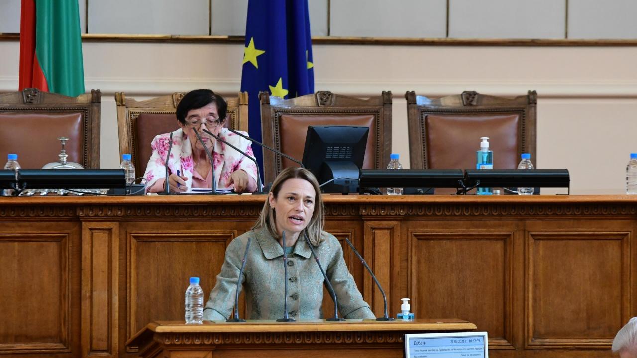Депутатите избраха Ива Митева за председател на парламента. Трябва да следваме волята на народа, обяви тя