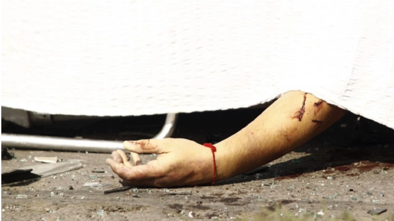 Водач блъсна и уби мъж, изостави трупа му на пътя