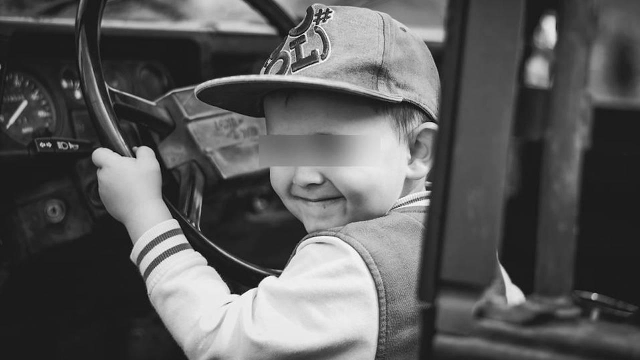 10-годишен подкара кола и се блъсна в жилищна сграда в Шумен