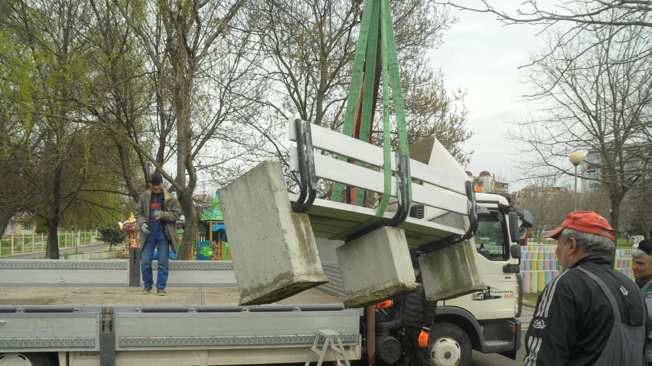 Нови бетонни пейки ще има в центъра на Русе