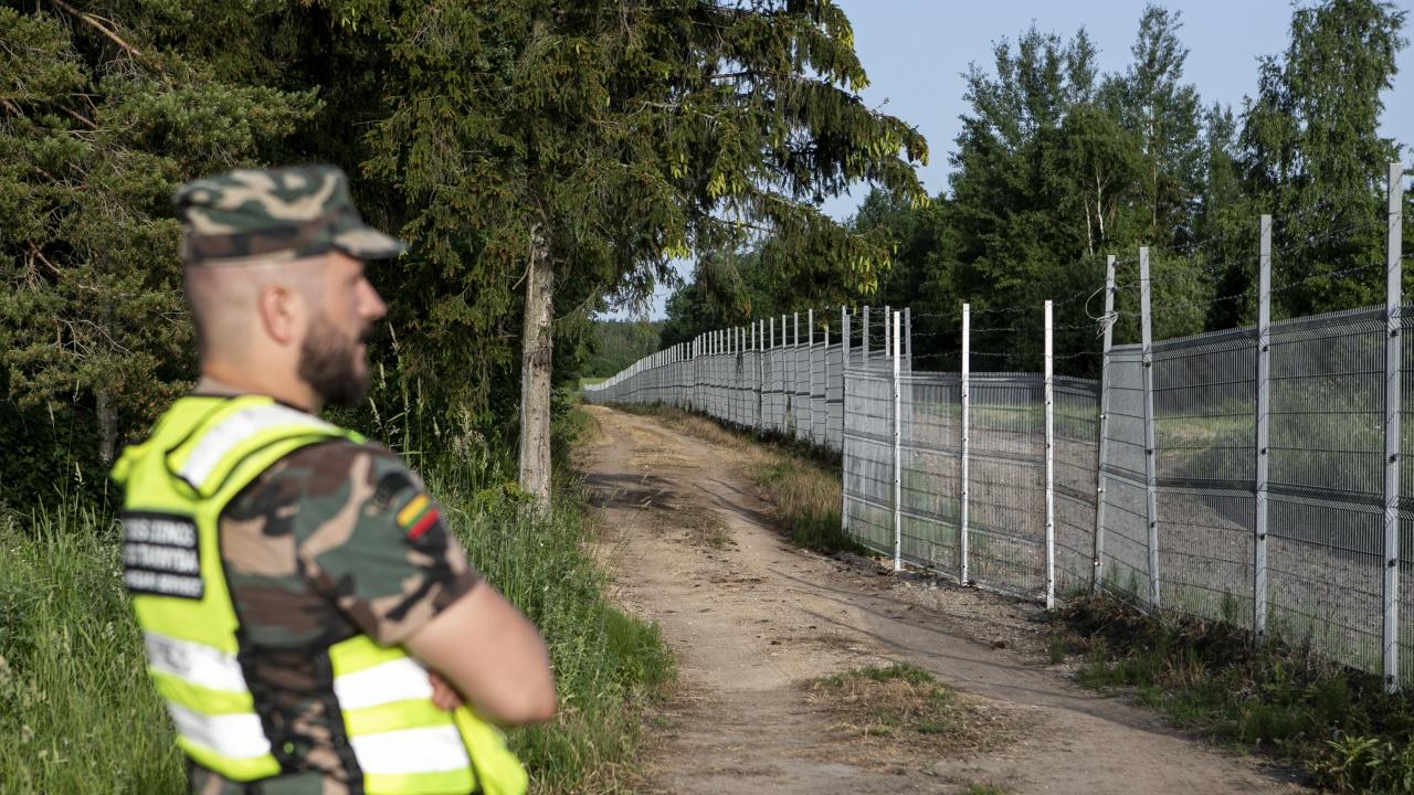 ЕС помага на Литва да се справи с мигрантите, навлизащи през Беларус
