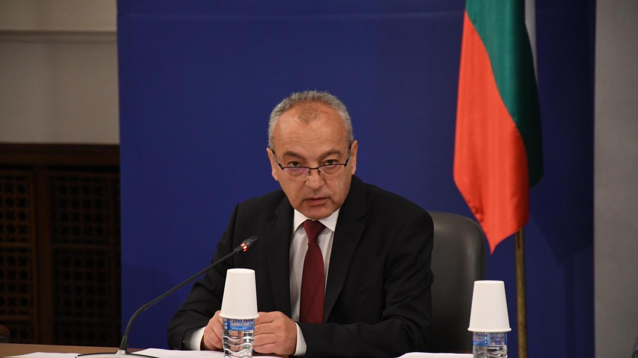 Гълъб Донев: Не са водени разговори за пост в редовен кабинет