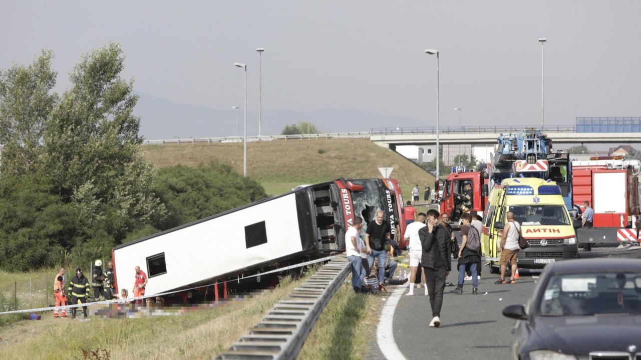 Изключително тежка катастрофа в Хърватия остави поне десет жертви и десетки ранени