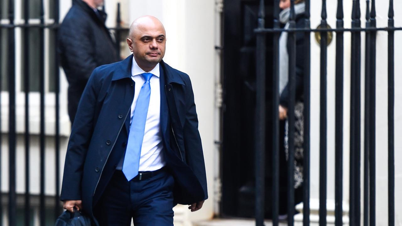 Здравният министър в Лондон се извини за гаф с коронавируса