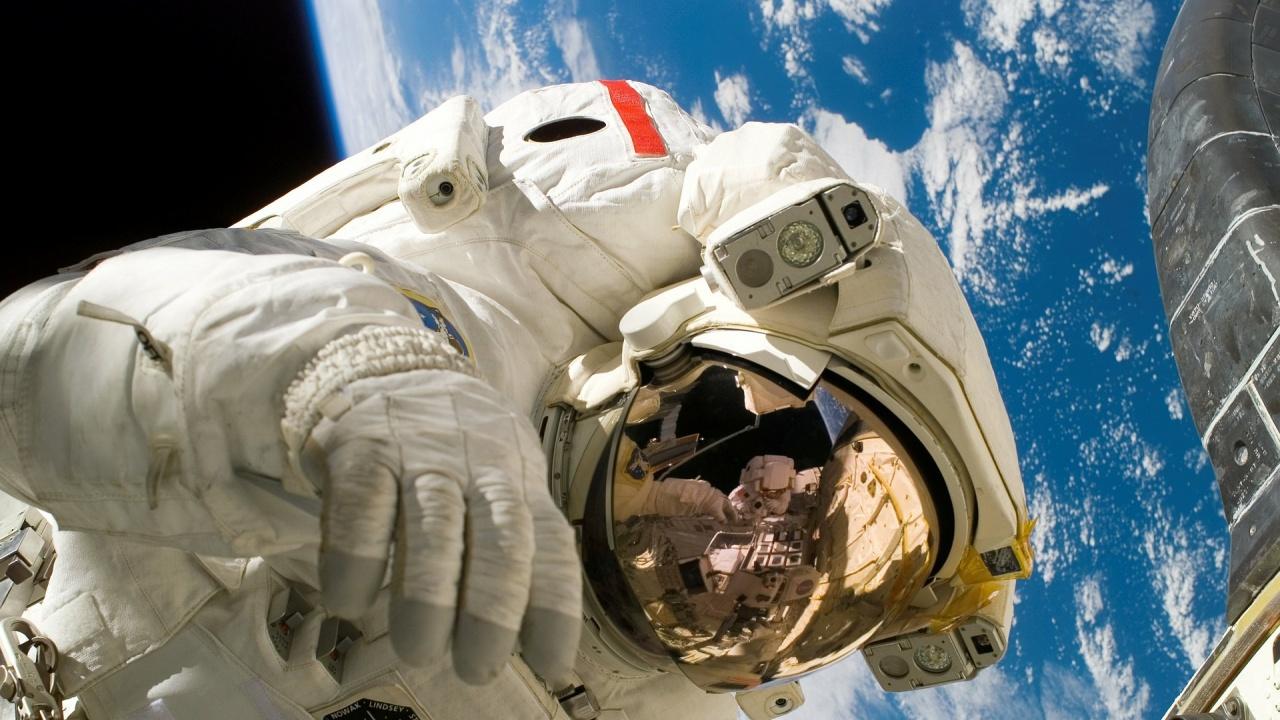 Български деца питаха астронавтите: Могат ли кокошките да снасят яйца в Космоса?