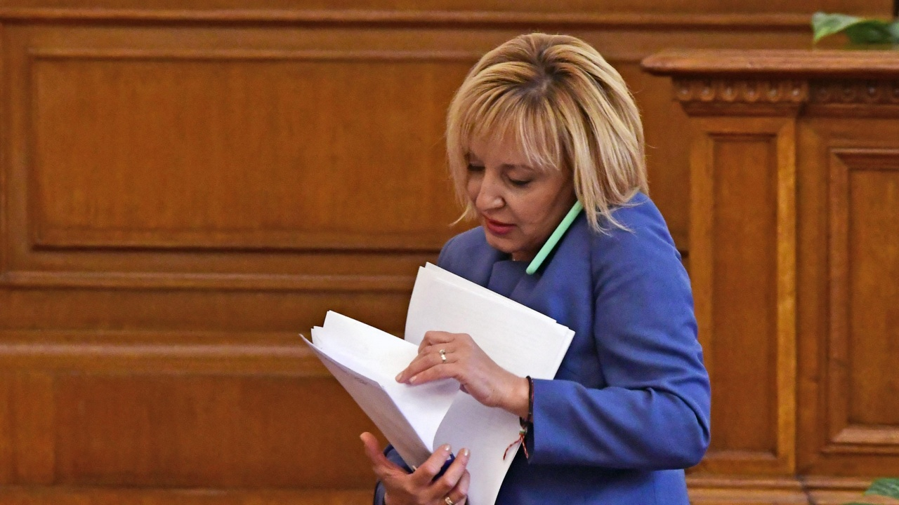 Манолова внася искане за изслушване на председателя на КЕВР
