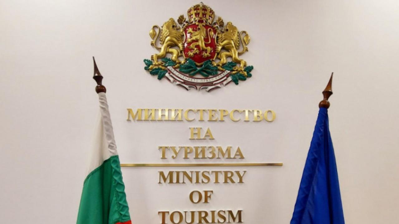 Регламентират превоза на малки туристически групи в превозни средства тип 8+1