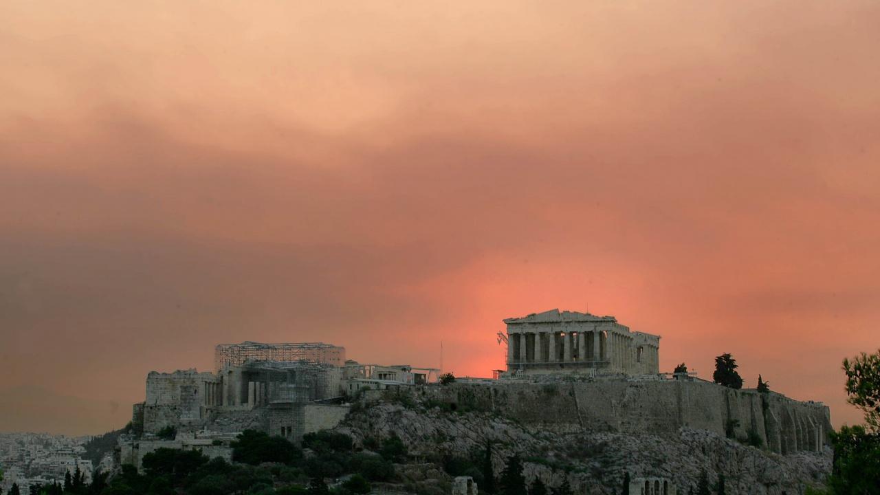 Над 50 пожара бушуват в Гърция