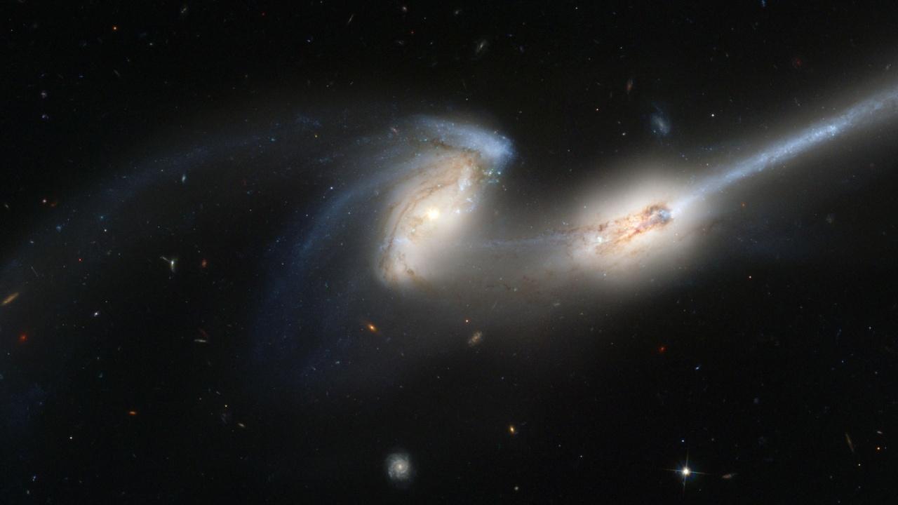 """Космическият телескоп """"Хъбъл"""" засне """"свада"""" между галактики"""