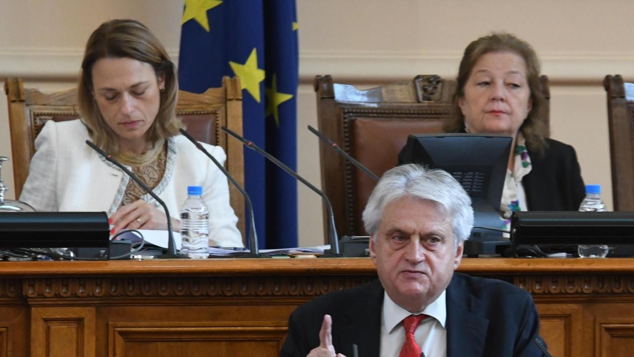 Анна Александрова: Рашков се държи като шеф на предизборния щаб на Радев