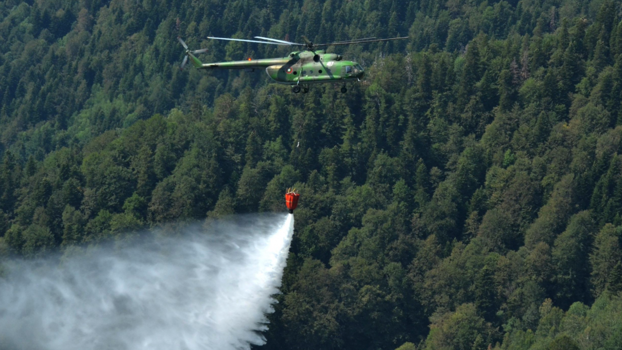 Трети ден военнослужещи и техника участват в гасенето на пожара над Твърдица