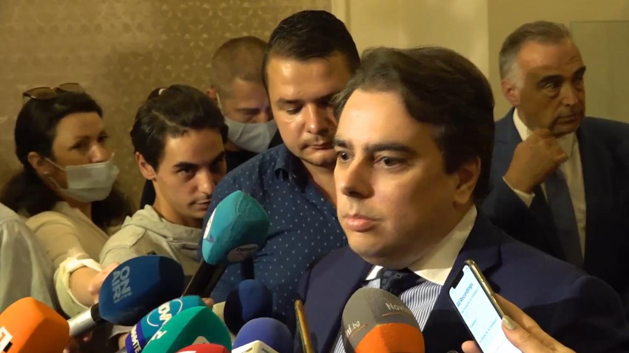 Асен Василев: В атаките срещу мен виждам координирани действия между ДПС и Тошко Йорданов