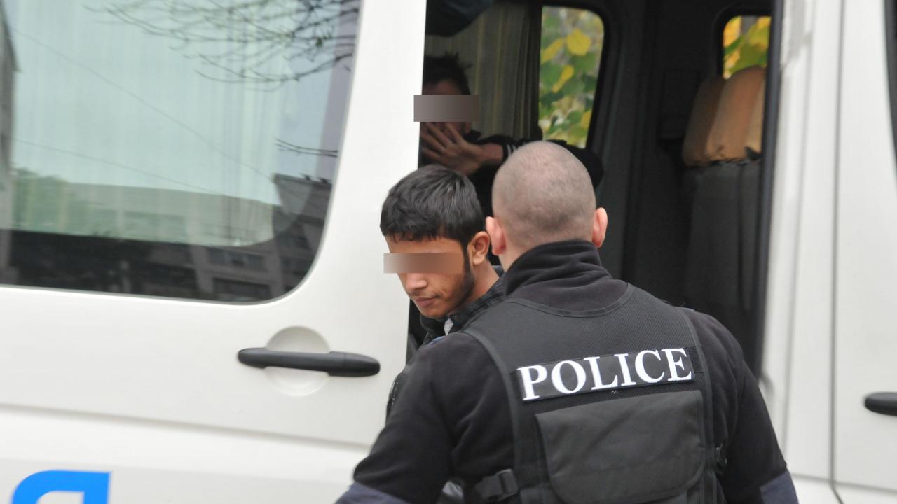 """Заловиха 25 мигранти на магистрала """"Тракия"""" край Пловдив"""