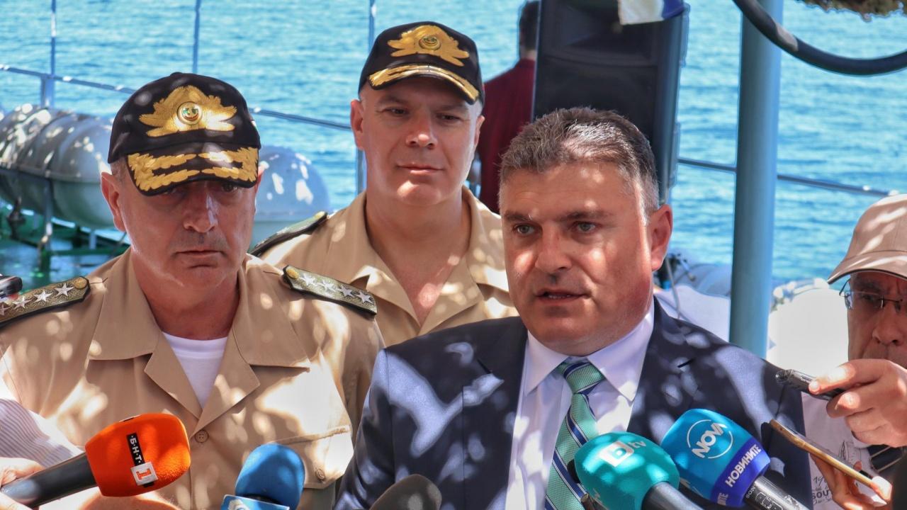 """Министър Панайотов с подробности за самоубилия се военен от инцидента в """"Чешнегирово"""""""