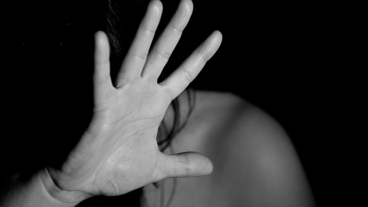 Арест за 40-годишен, блудствал с 16-годишно момиче
