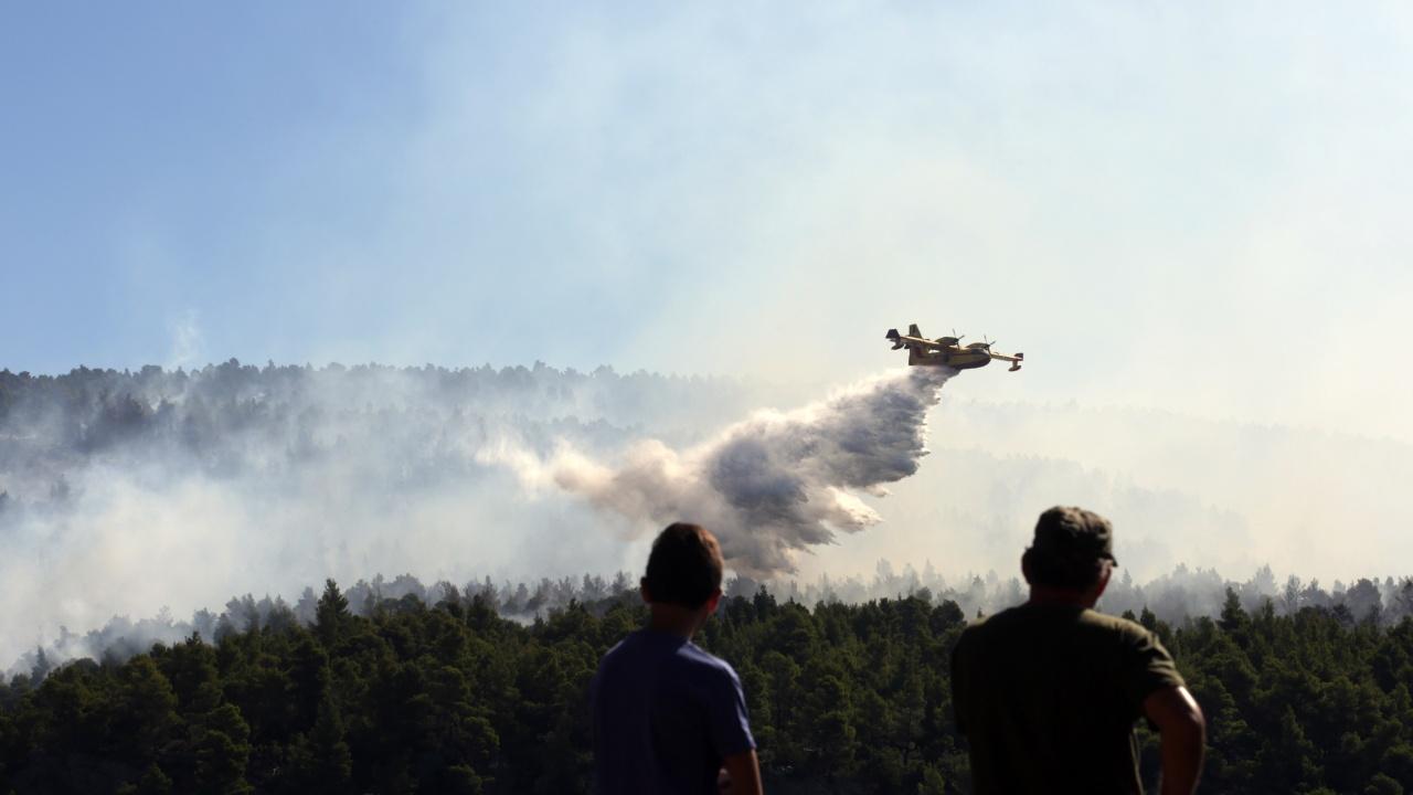 ЕК праща три самолета за гасене на пожари в Турция