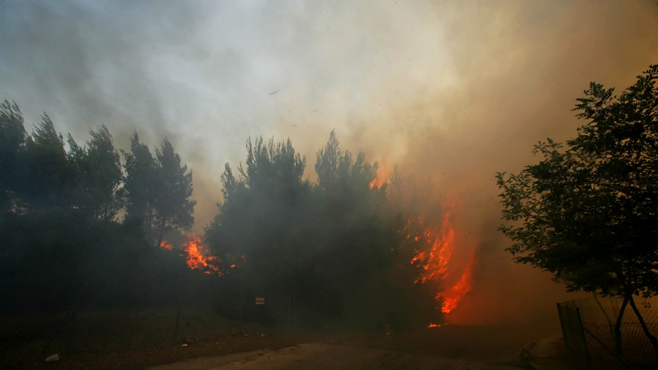 Eвакуираха българи в Гърция заради пожарите