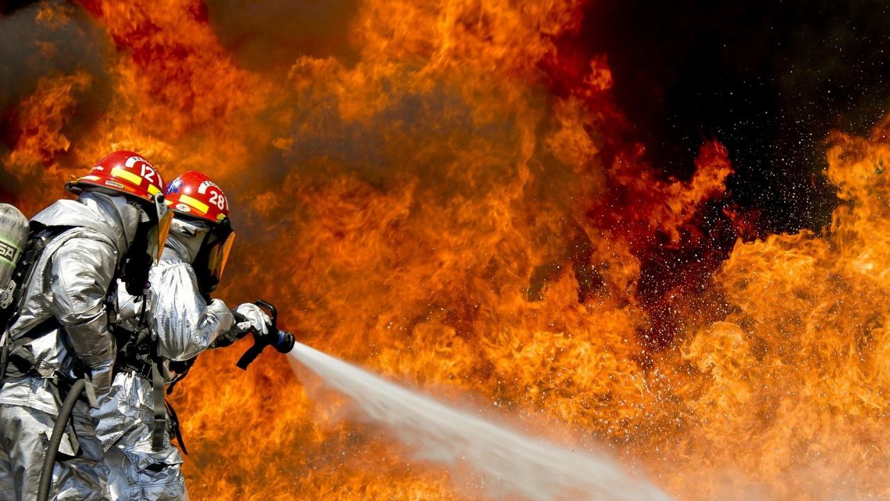 Голям пожар в кюстендилско село, има евакуирани и двама починали
