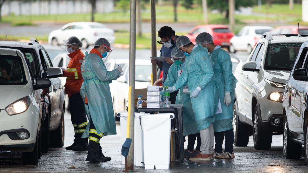 Бразилия регистрира нови 389 смъртни случая, свързани с COVID-19, за 24 часа