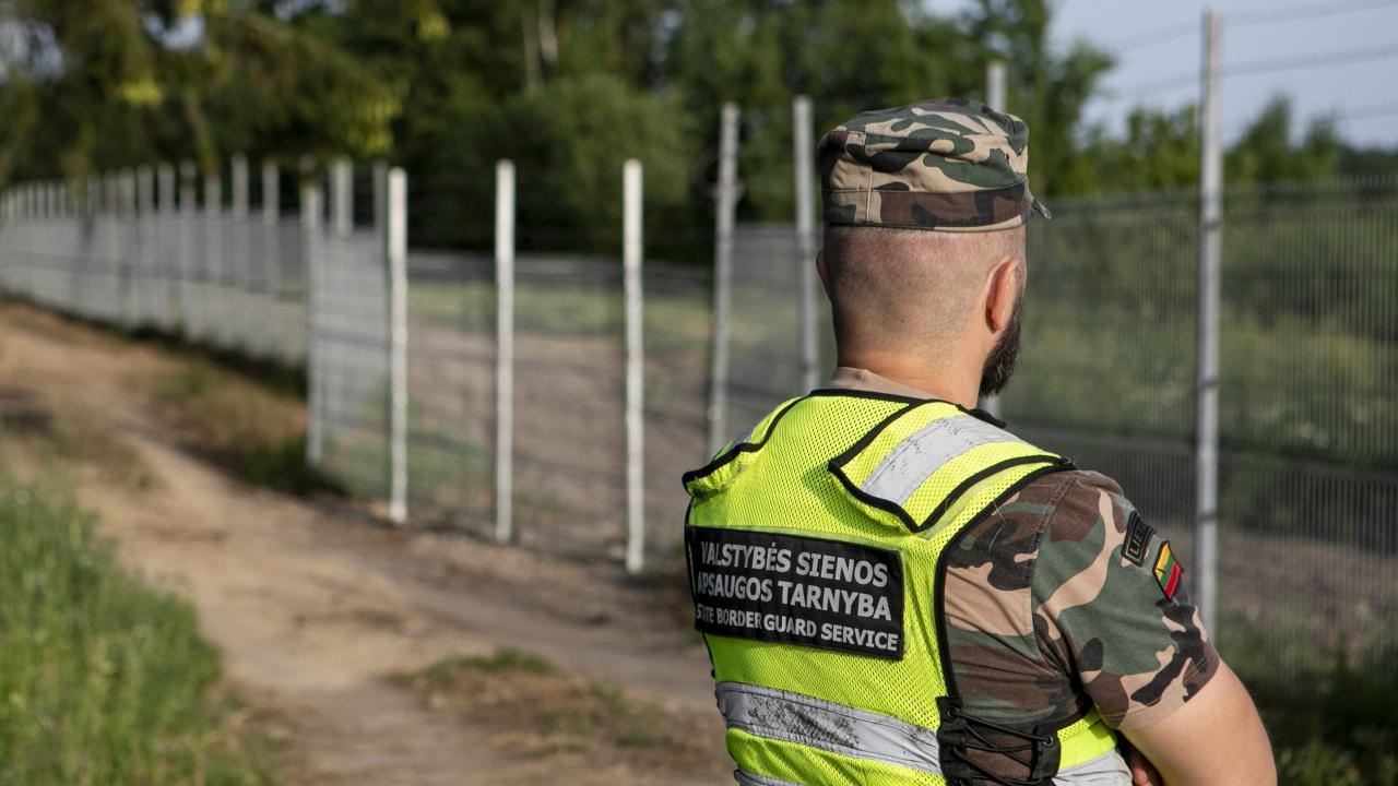 Литва връща мигранти от границата си с Беларус