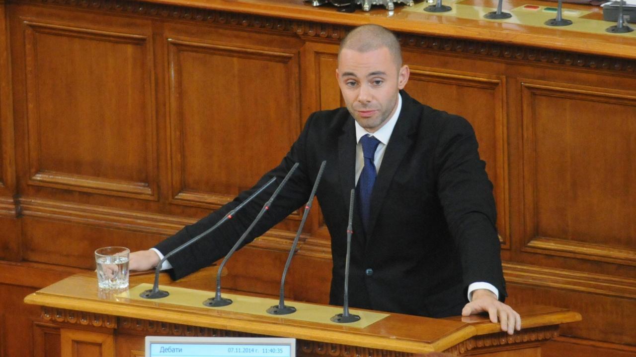 Александър Ненков: Държавата не е шоу