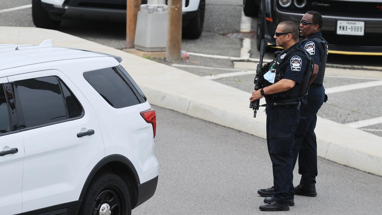 Конгресът ще присъди най-високото си отличие на полицаите, защитавали Капитолия при щурма на 6 януари