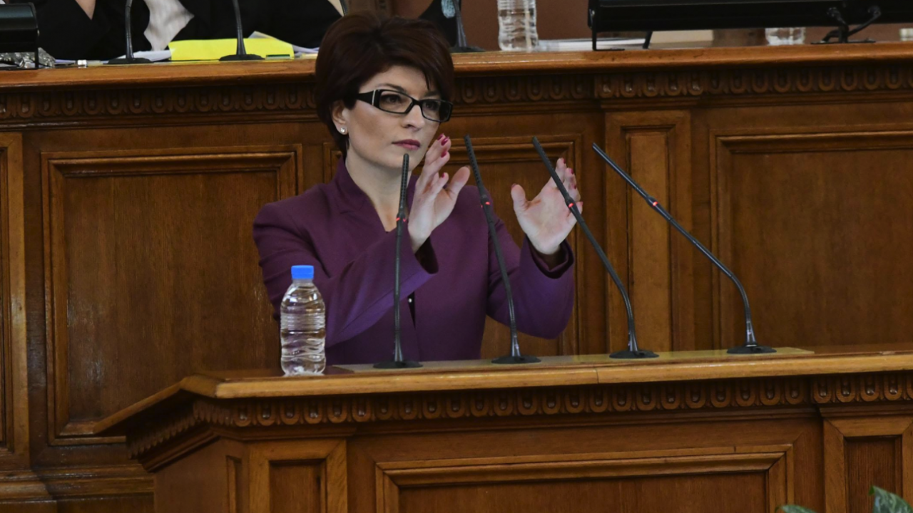 Десислава Атанасова: Никога не съм произнасяла присъди от парламентарната трибуна