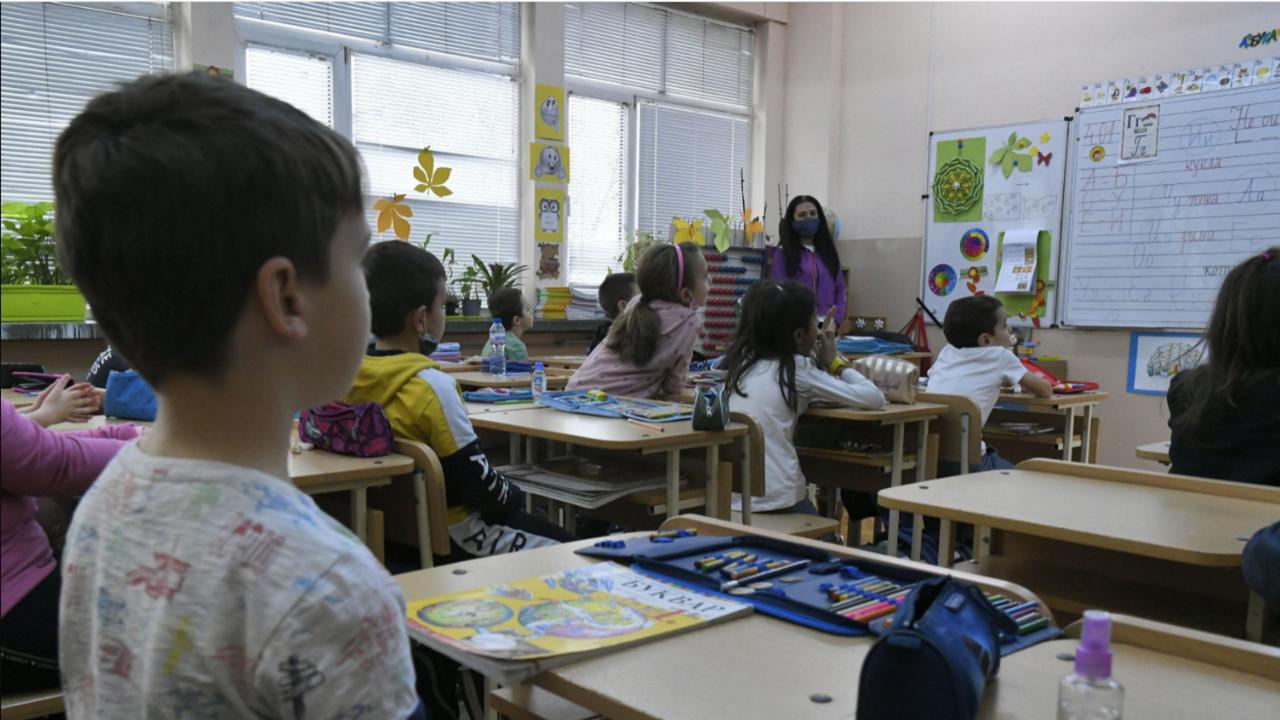 """Почти 20 000 ученици и учители са одобрени за безплатна почивка по """"Отново заедно"""""""