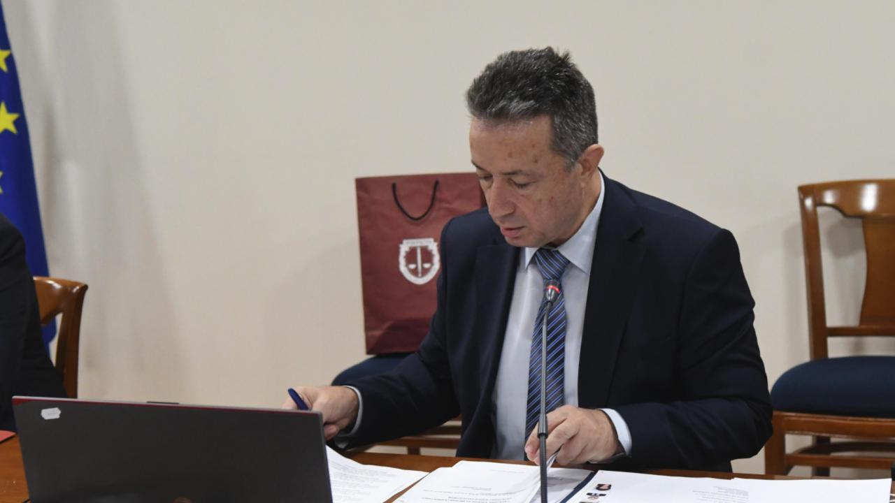 Министър Стоилов предоставя на НС пакет от законопроекти