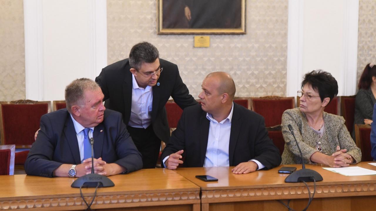 """Започна срещата на експертно ниво между представителите на """"Има такъв народ"""" и """"БСП за България"""""""