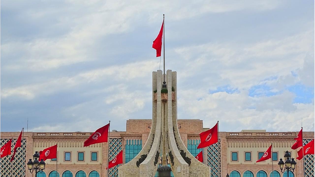 Все още без правителство, на дневен ред в Тунис са тревоги, доверие и изчакване