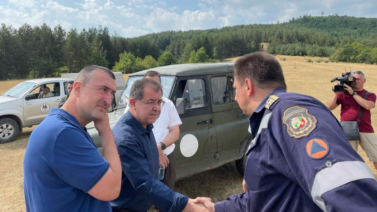 Министър Бозуков: Важно е да се спазват стриктно всички пожаробезопасни мерки и инструкции, за да се опази човешкият живот