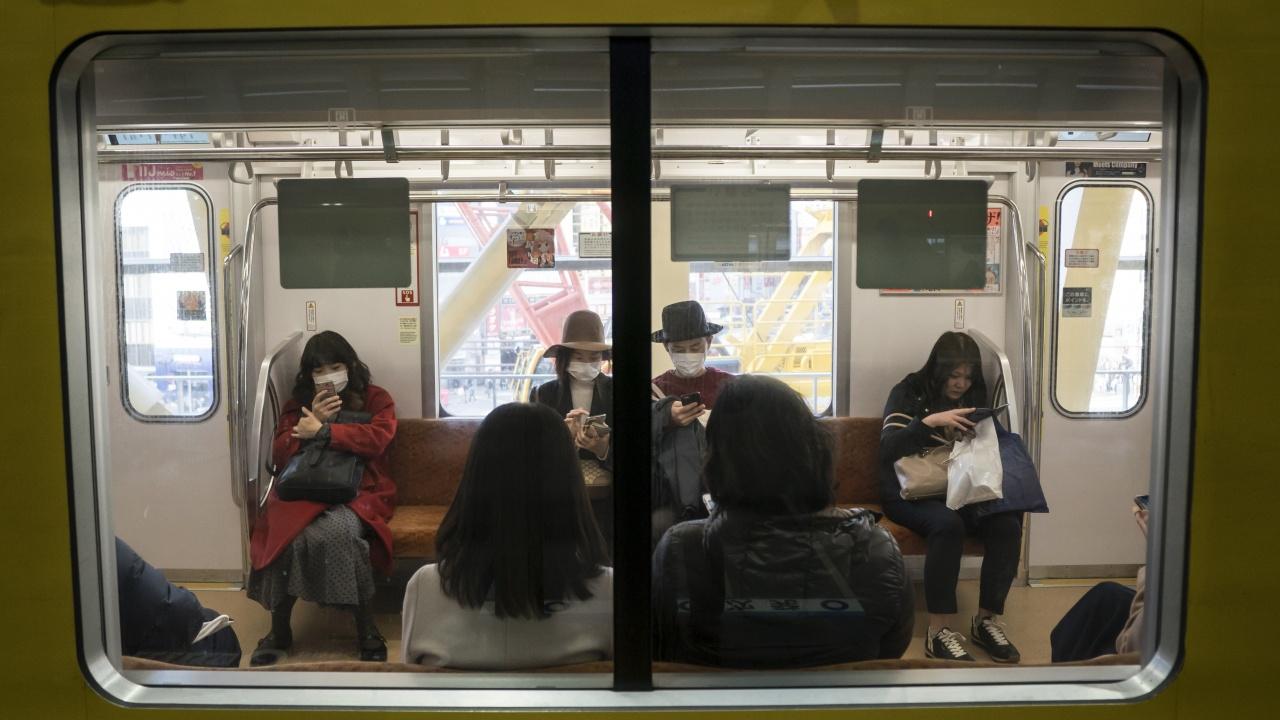 Десет души бяха ранени с нож в метрото в Токио