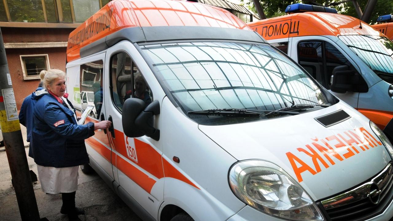 Лек автомобил се вряза в електрически стълб в Бургас